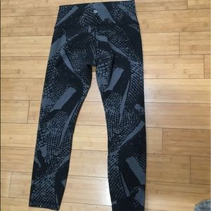 LULULEMON geometric pattern pants size 8